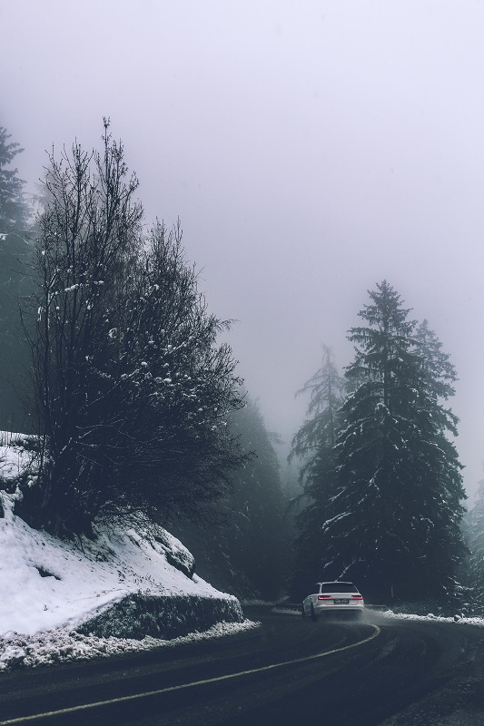 Jak się poruszać zimą samochodem?